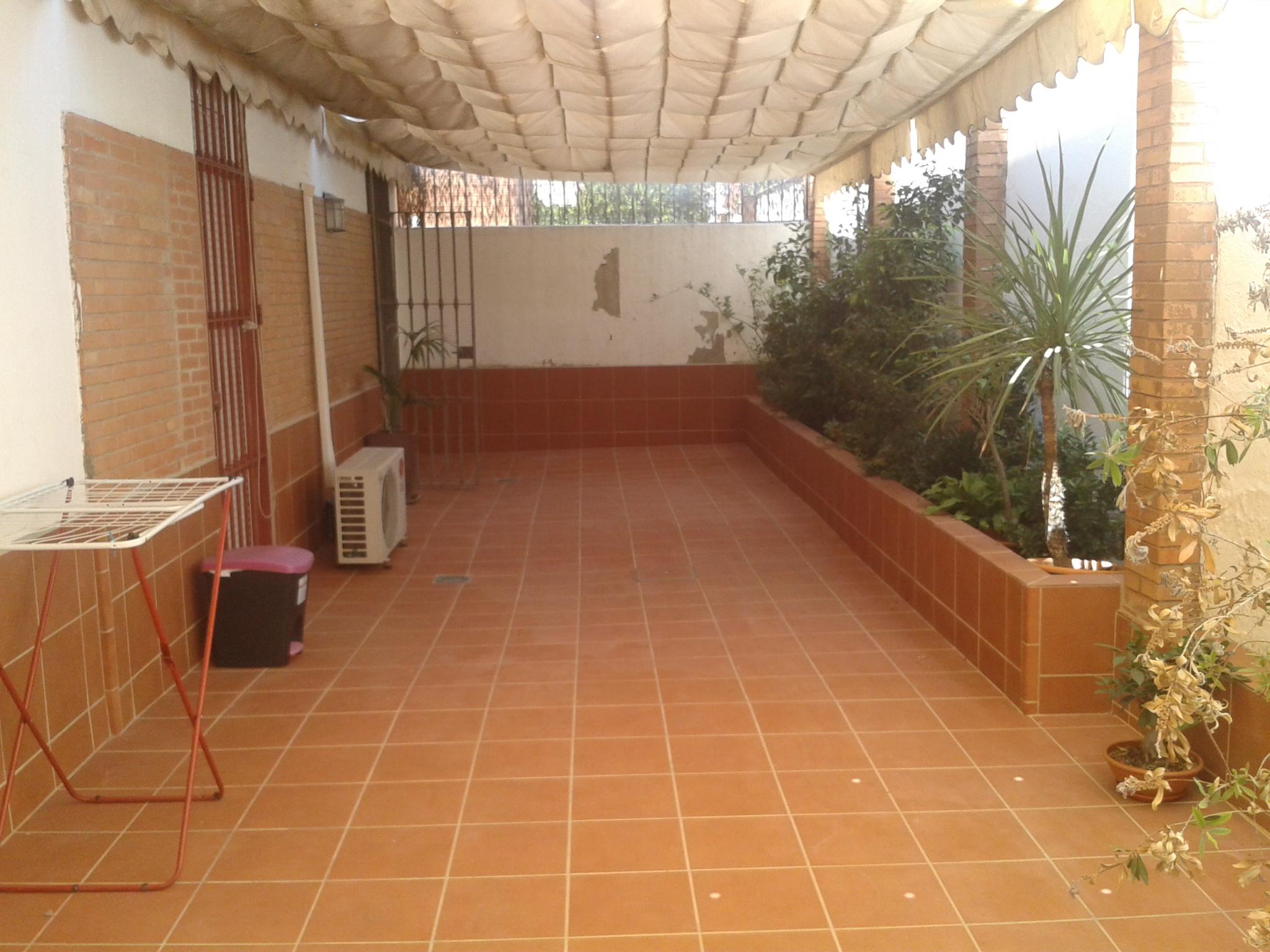 Sevilla reforma asesoria tecnica de la construcci n for Zocalos para patios modernos